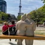 丸山桂里奈、彫刻と同じ!夫・本並健治と肩組みショット
