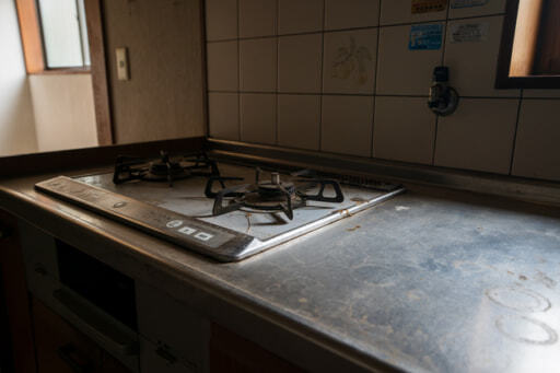 経年劣化したキッチン