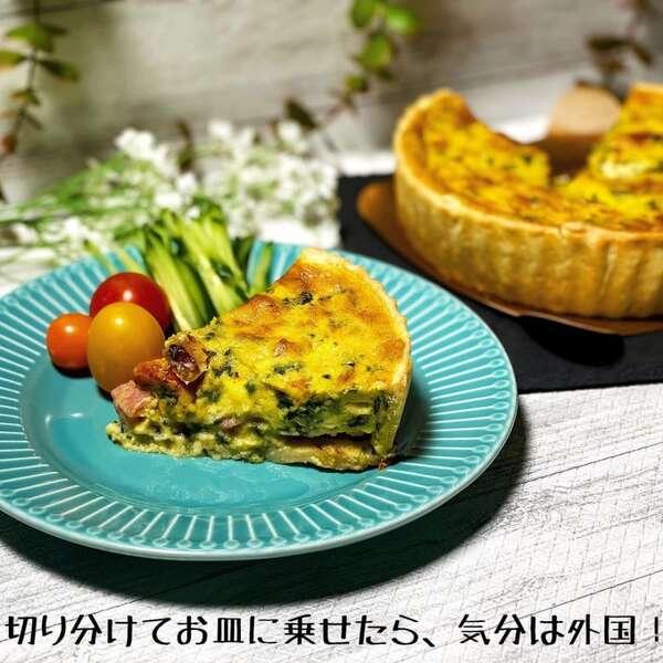 コストコのキッシュロレーヌをお皿に盛っている写真