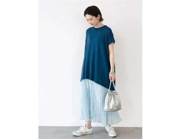 【OKコーデ】写真のようなコットン100%のニットチュニックなら、Tシャツより上品に着られるというメリットも 出典:WEAR