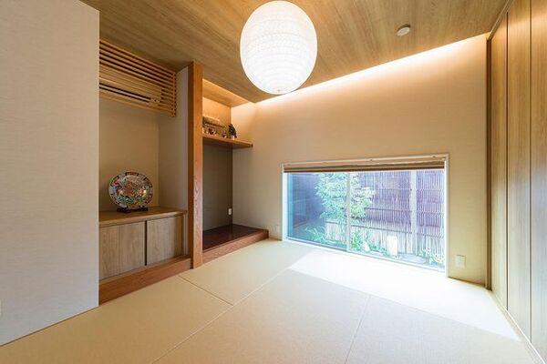 四季の映る坪庭のある和モダン和室実例
