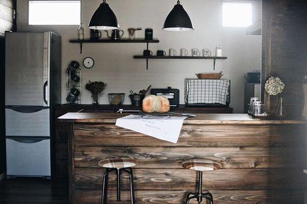 キッチン家電とも組み合わせたバーカウンター