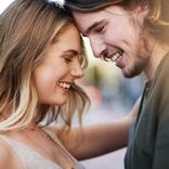 抱きしめられながら…女性約200人調査「彼から本気の愛を感じた」瞬間8選