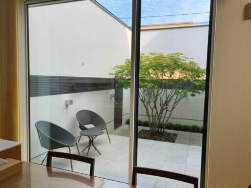 Fujinaoさん宅の中庭