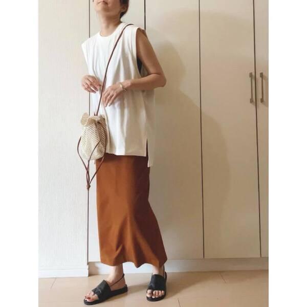 ユニクロのエアリズムコットンオーバーサイズTを着ている女性