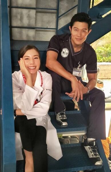 第4話では循環器科外科医の高輪千晶(仲里依紗・左)が大活躍していた。ドラマ「TOKYO MER」公式ツイッター(@tokyo_mer_tbs)より。