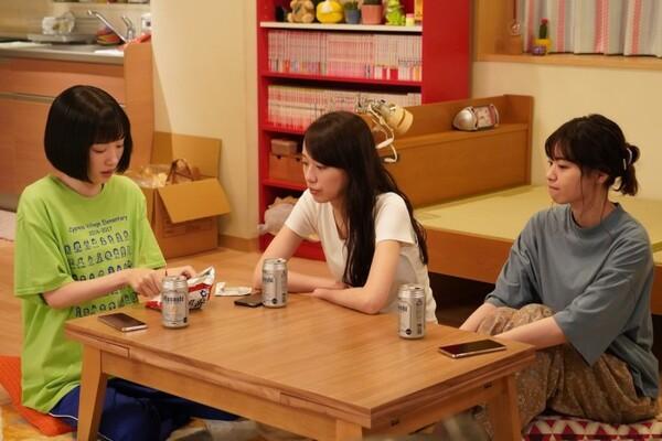 町山警察署の女性警察官が女子会をしているシーンで、永野のTシャツが注目を浴びていた。(C)日本テレビ