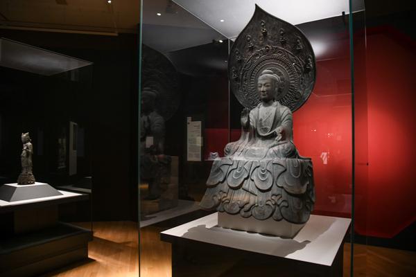 《薬師如来坐像》 飛鳥時代(7世紀) 奈良・法隆寺蔵