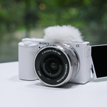 Vlog特化の結果手に入れた、新しいカメラの作法。ソニー「ZV-E10」が発表