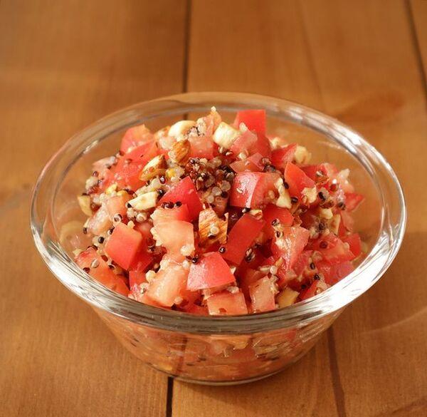 栄養たっぷり!トマトのキヌアサラダレシピ