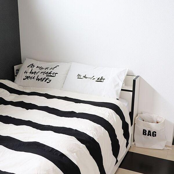 ベッドサイドのインテリアと収納11
