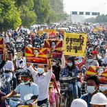 ネット切断、ATMは停止…ミャンマー人を突然襲った「国軍からの死刑宣告」