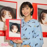 武田玲奈、カエルと一緒の写真ににっこり「生き物が好きなので全然平気です」