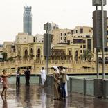 ドバイではドローンが人工の雨を降らせてる