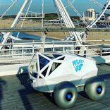 スケベニンゲンの砂浜でタバコの吸殻を回収するAIロボ「BeachBot」。惑星探査車みたいでカッコいい!