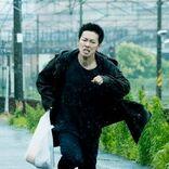 佐藤健 鋭い目つきや険しい表情見せる『護られなかった者たちへ』場面写真解禁