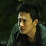 佐藤健、短髪で容疑者役を熱演 『護られなかった者たちへ』鋭い目つき・険しい表情の新場面カット