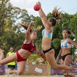 「性差別的」とビーチハンドボール女子ユニフォームに世界から批判の声