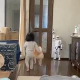 妻がマックで買い物をして、帰宅したら? 『娘と犬の反応』が激しい!