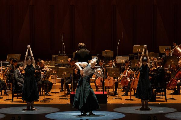 サラダ音楽祭2020より「Fratres Ⅲ/音楽:ペルト《フラトレス~ヴァイオリン、弦楽と打楽器のための》」