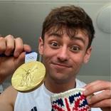 五輪の飛び込み金メダリストは編み物王子!「毛糸の金メダルケース」のデザインが素敵すぎ