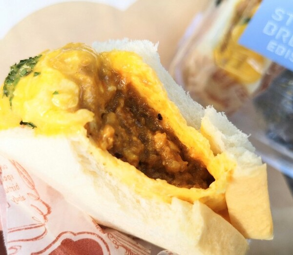 東京都渋谷区・スチーム生食パン専門店「STEAM BREAD EBISU」大満足!チーズオムカレーパン(中)