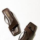 夏はヒールを脱ぎ捨てて|「キレイを支えるぺたんこ靴」カタログ