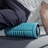 ローラー&振動&温熱効果で体をほぐすボディケアアイテム「Yoggi Roller」