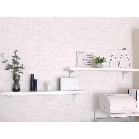 雑貨の高さを活かせるキッチン飾り棚実例