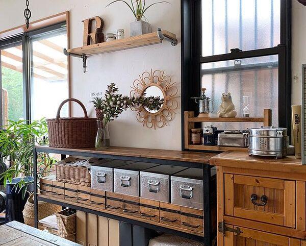 男前×インダストリアルなキッチン飾り棚実例