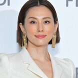 米倉涼子、日の丸ファッションでおちゃめポーズ 誕生日祝福メッセージに感謝