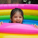 吉木りさ「愛すべきおなかポッコリ」、小ぶりなプールで「我が子が大きくなったことを実感」