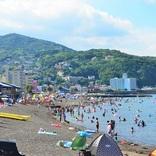 海と温泉を満喫!静岡県・伊東市の4つの海水浴場がオープン