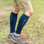 脛だけのコンプレッションタイツは靴下感覚で履けるから面倒くさくない! テレワーク専用タイツにしてもいいくらい、足がラクだ…|マイ定番スタイル