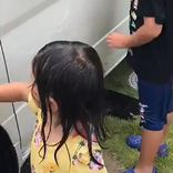 洗車する娘の隣で? 7歳息子の様子に、『いいね』が止まらない