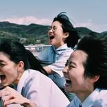 「私たちの青春は、傑作だ」──伊藤万理華(元乃木坂46)主演映画『サマーフィルムにのって』、舞台裏の素顔をうつす眩しすぎるメイキング写真解禁!