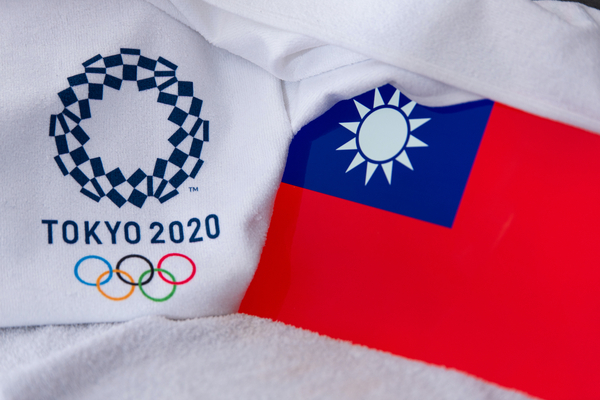 台湾の旗と東京オリンピックのマーク