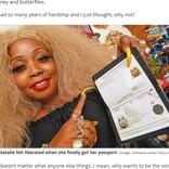 """ミドルネームを""""ティンカーベル""""に改名した女性 1年半かけてパスポートを取得(英)"""
