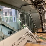 東京メトロが設置した『斜行エレベーター』がカッコイイ! 首都圏の駅で初「赤坂見附駅」と「永田町駅」の乗り換え通路に