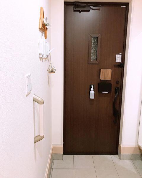 玄関ドアを活用