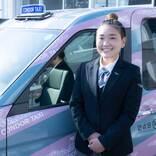 歌手と兼業する女性タクシードライバー、収入はアルバイト時代の倍以上