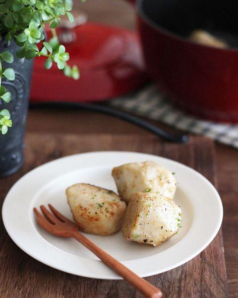 里芋、蒸し、パセリ、ガーリックペッパー。