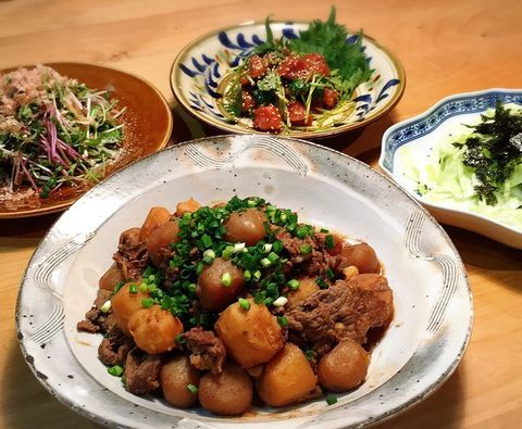 里芋、こんにゃく、牛肉、ねぎ、煮物。