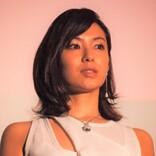 内山理名、吉田栄作と近々結婚のフラグ? SNSに「風の時代」の話題や指輪の写真も