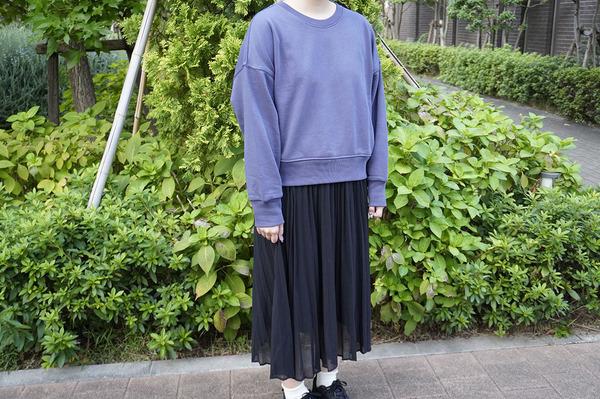 ユニクロ 「リラックススウェットシャツ(長袖)」 スカートとのコーディネート