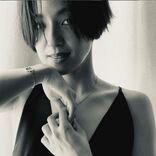 中村アン、ディオールのバッグをさりげなく肩掛け。カッコいい美しさにため息