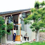 街中でも小さな家でも、心地よい緑を取り入れるには?プラン、窓、敷地選びについて解説