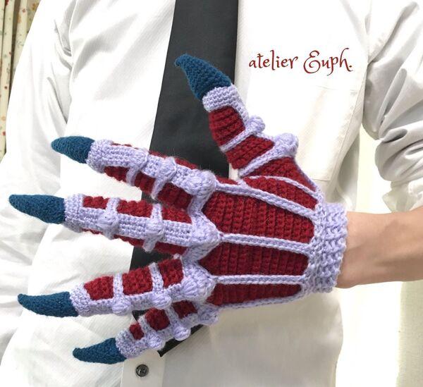 「地獄先生ぬ~べ~」の鬼の手を手袋で再現したかぎ針編み作家があらわれる。