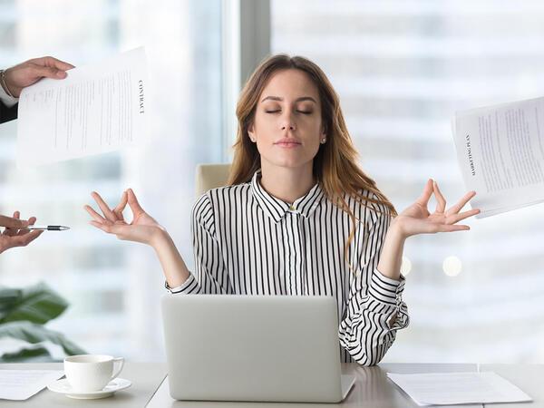 いい子だと思ったら…男性が会社で見た女性社員の残念な本性