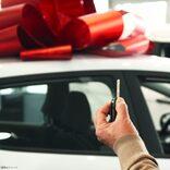 お金に困っている同僚を救おうと… 職場仲間が寄付金を集めて車をプレゼント